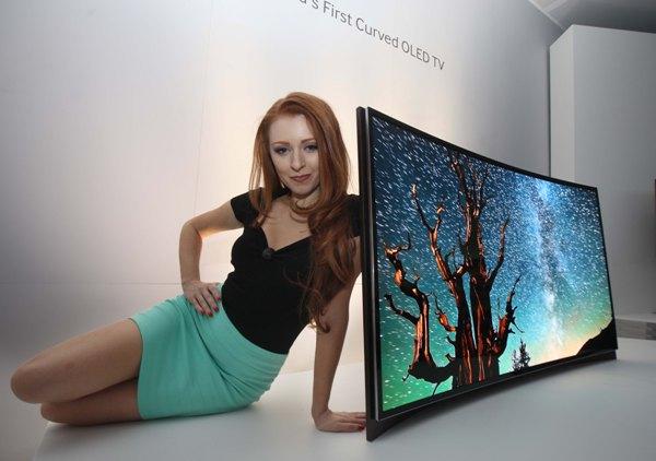 Samsung, Dünyanın İlk Kavisli OLED TV'sini Tanıttı
